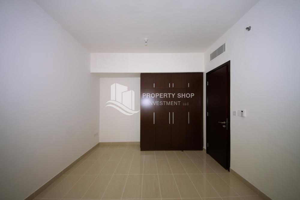 Built in Wardrobe - 2 Bedroom Apartment in Burooj View, Marina Square FOR RENT!