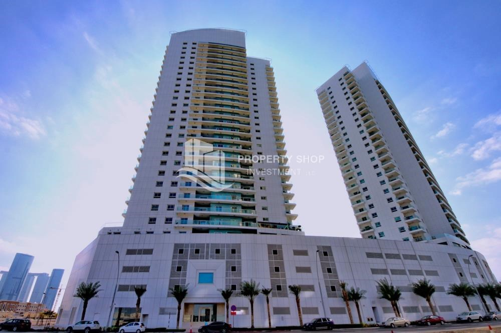 Property - 4 Cheques! 1BR Apartment with sea view.