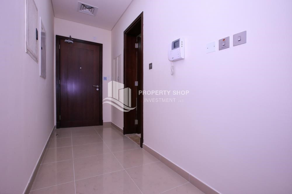 Foyer - Studio apartment for rent with sea view.