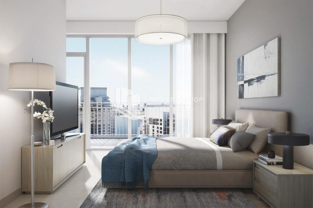 Bedroom - 3BR apartment plus maid's room available in Creek Horizon, Dubai.
