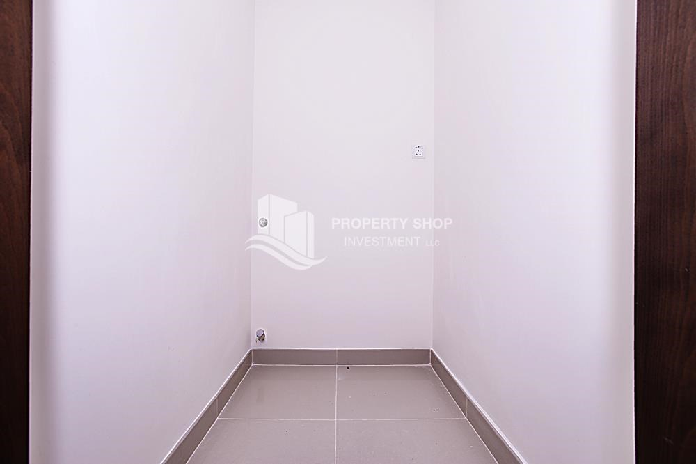 Laundry Room - Mid-floor 1BR unit in Marina Bay, City of Lights, for rent