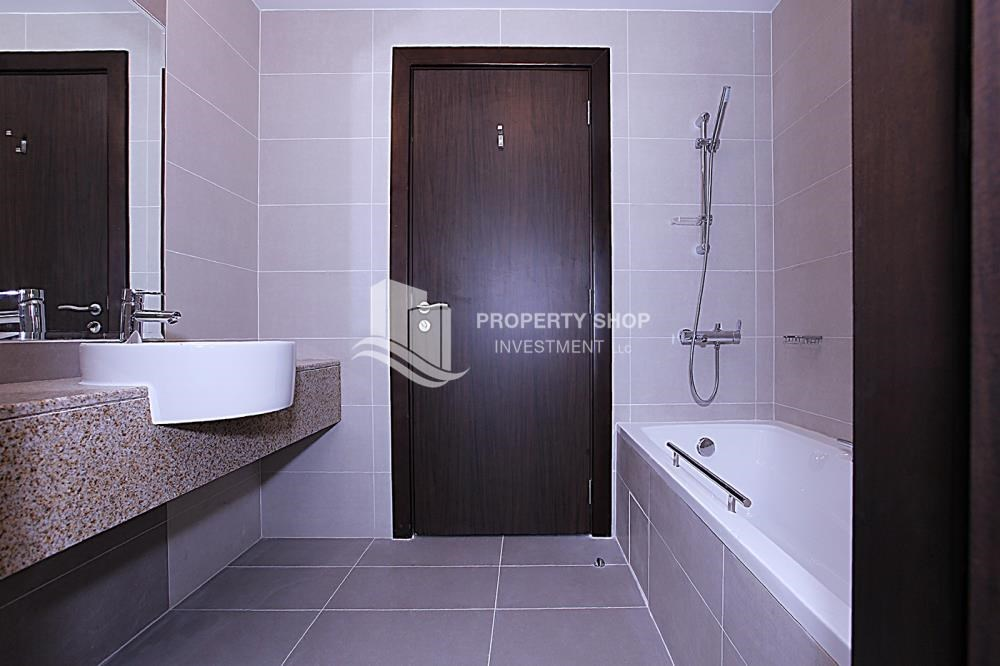 Bathroom - Mid-floor 1BR unit in Marina Bay, City of Lights, for rent