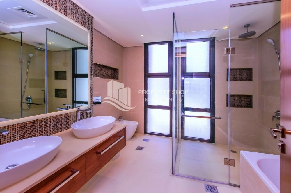 Master Bathroom - Live in your dream home! Own a luxurious villa in West Yas.