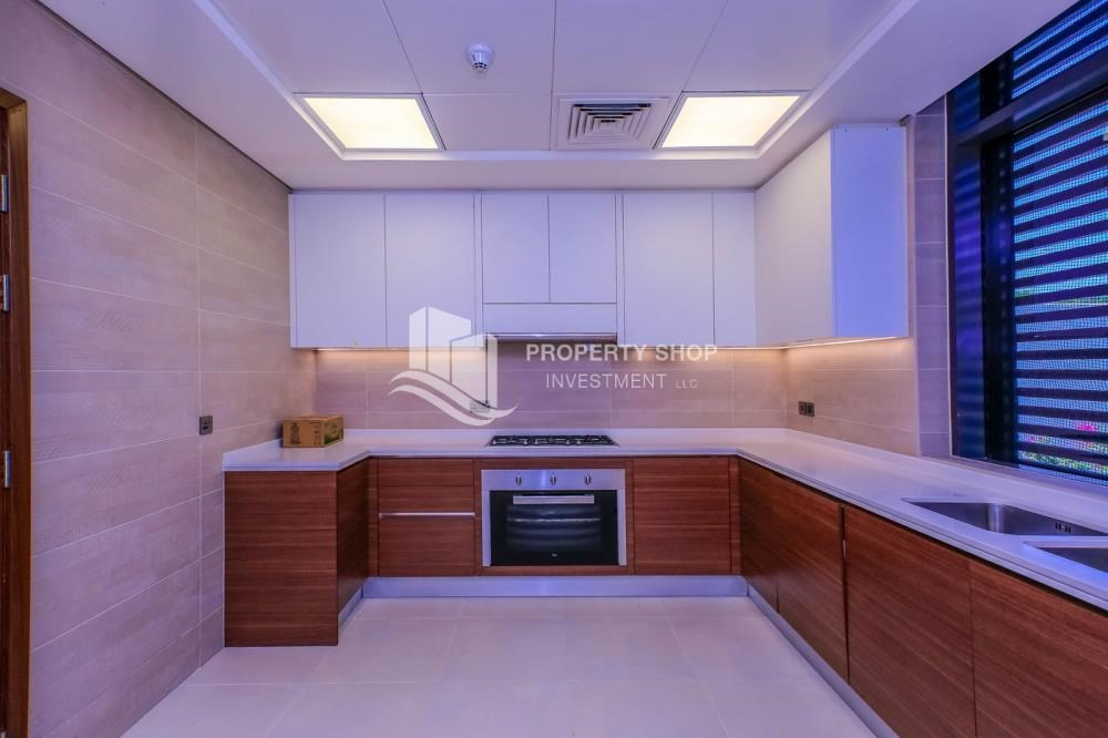 Kitchen - Get a chance to own a property in an exquisite community in West Yas.