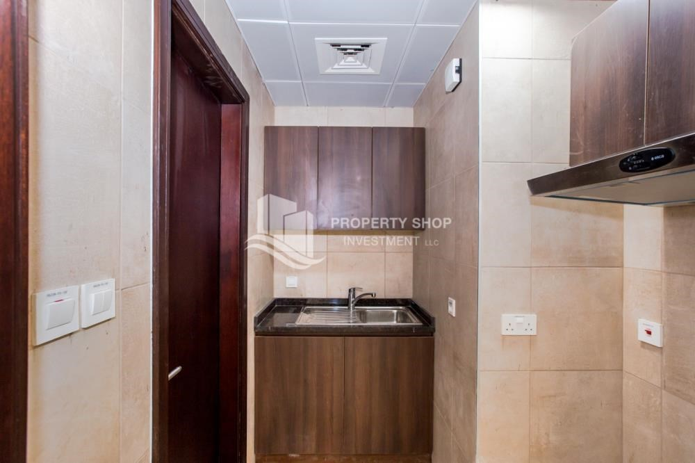 Kitchen - Studio apartment available to rent in Al Noor Tower