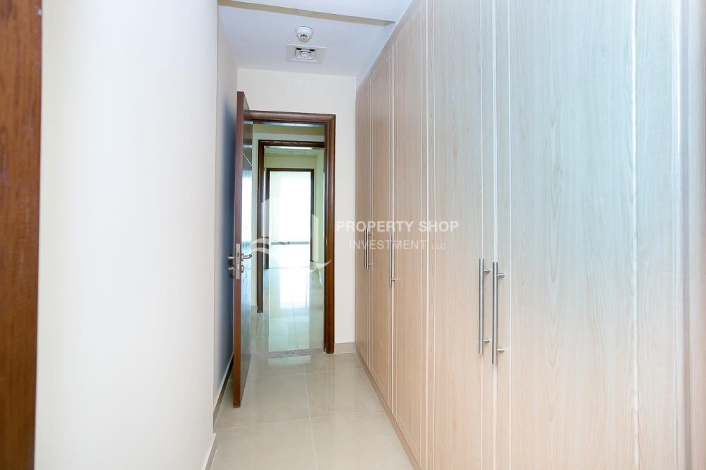 Built in Wardrobe - Spacious Apt with Walkin Closet and balcony for rent
