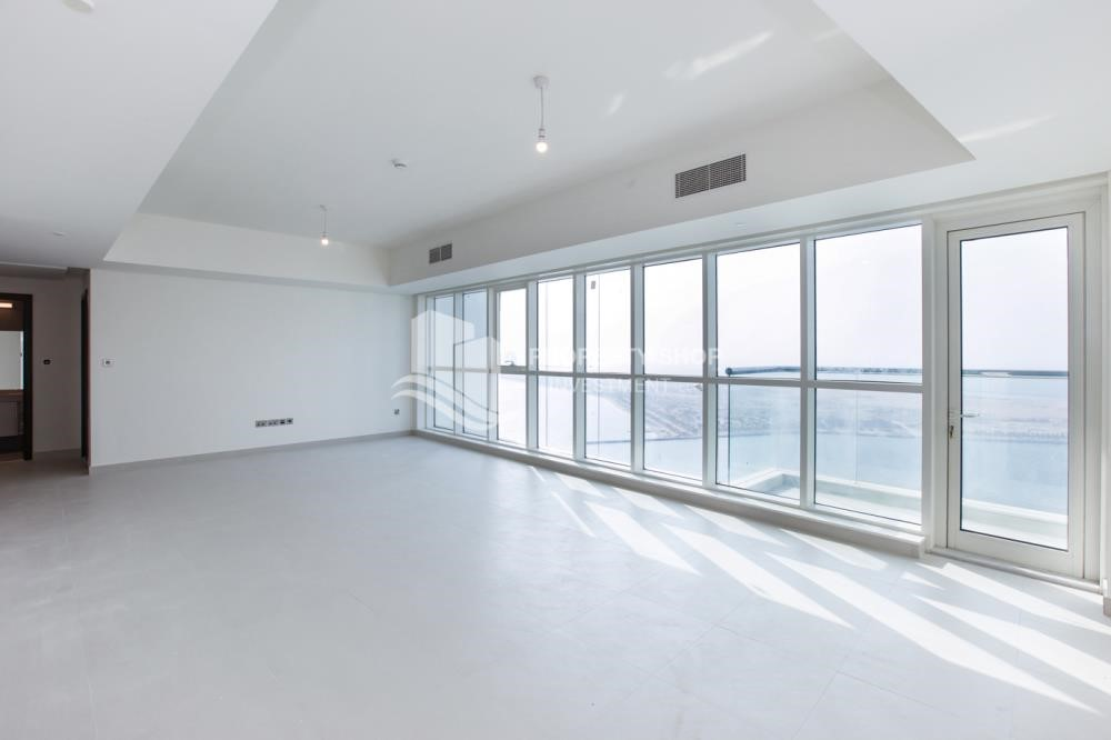 Living Room - Spacious 3 Bedroom Apt with sea view.