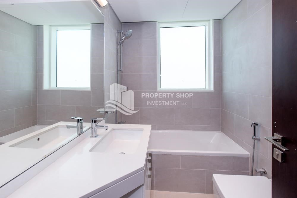 Bathroom - Spacious 4BR Apt with City and Partialy sea view