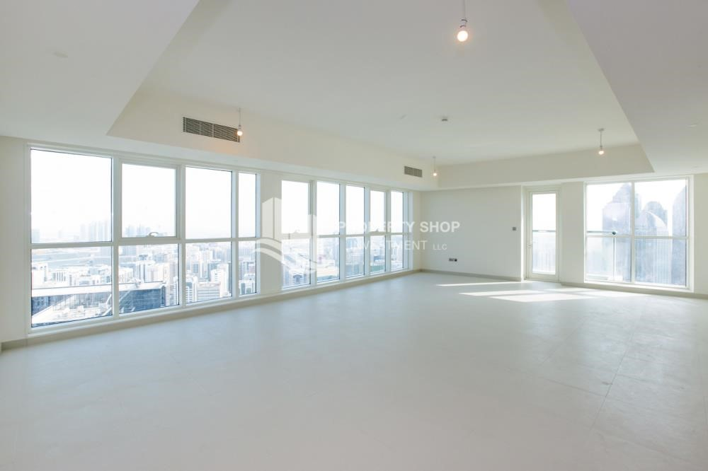 Living Room - Spacious 4BR Apt with City and Partialy sea view