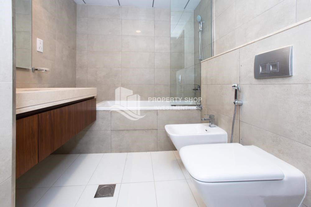 Bathroom - Brand New! 3BR For rent in Al Qurm View