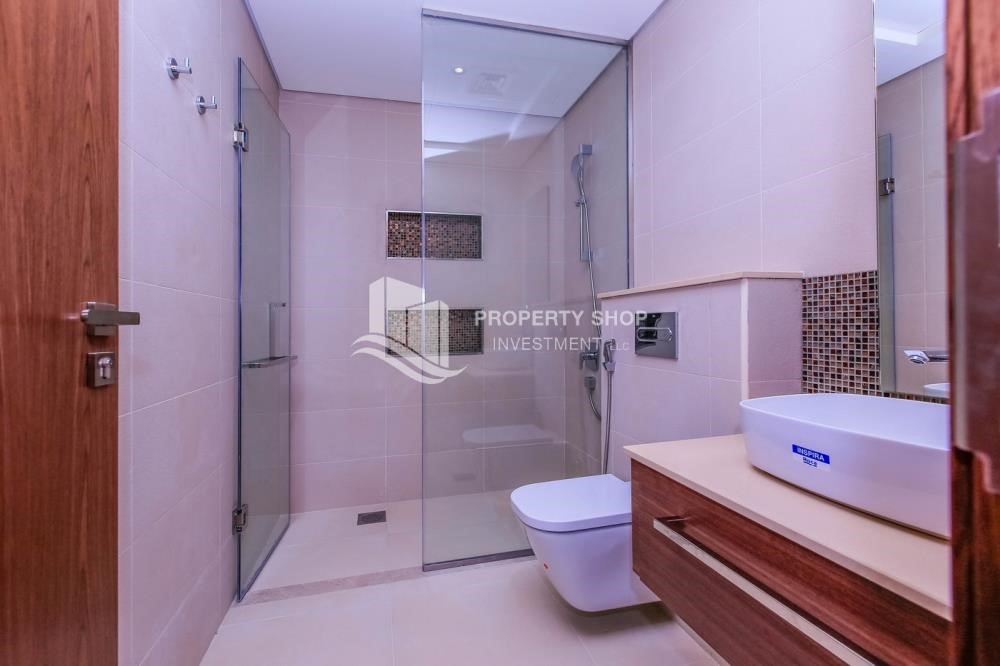 Bathroom - 4BR villa in west yas now ready to move in