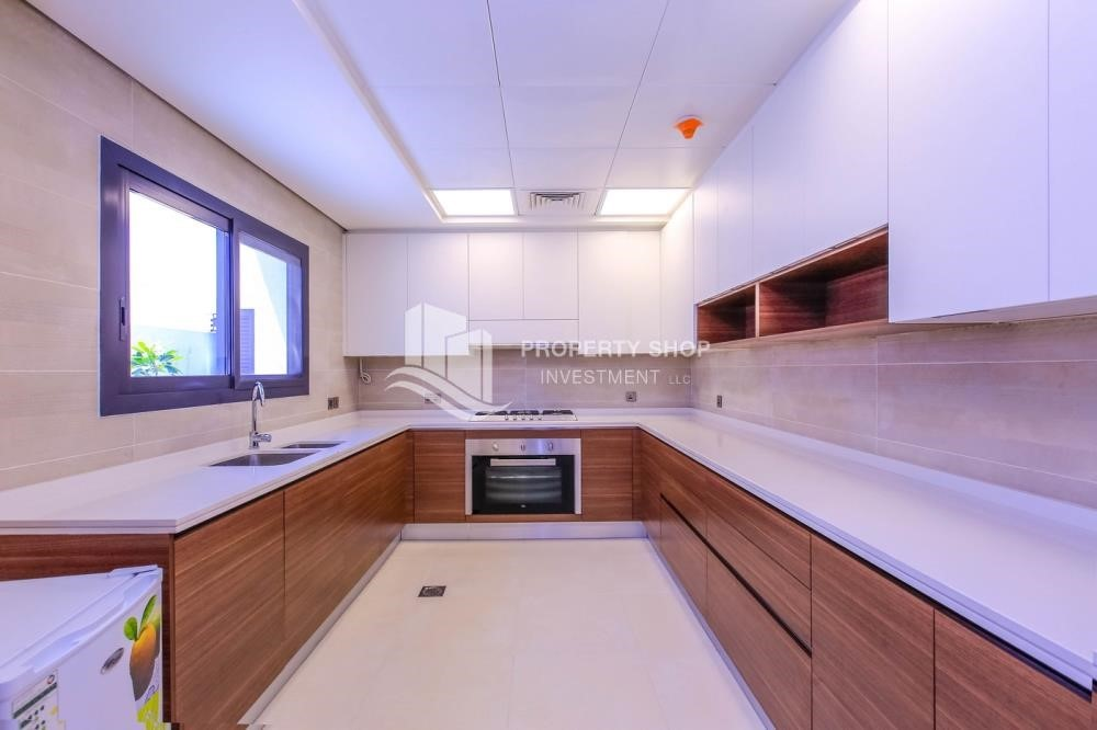 Kitchen - 4BR villa in west yas now ready to move in