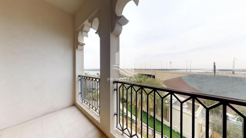 Balcony - High Floor Overlooking Community. 4 Cheuqes. Book Now