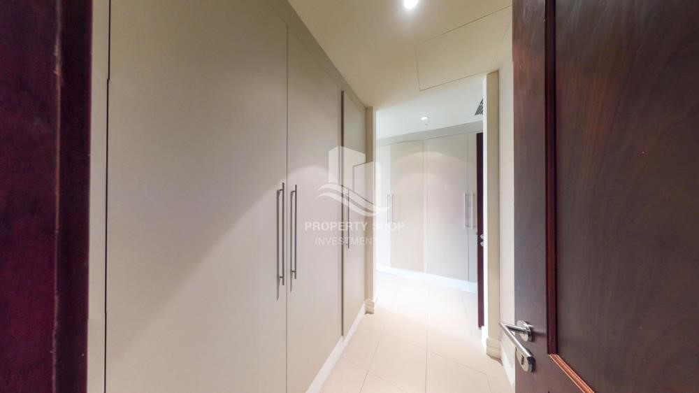 WalkIn Closet - High Floor Overlooking Community. 4 Cheuqes. Book Now