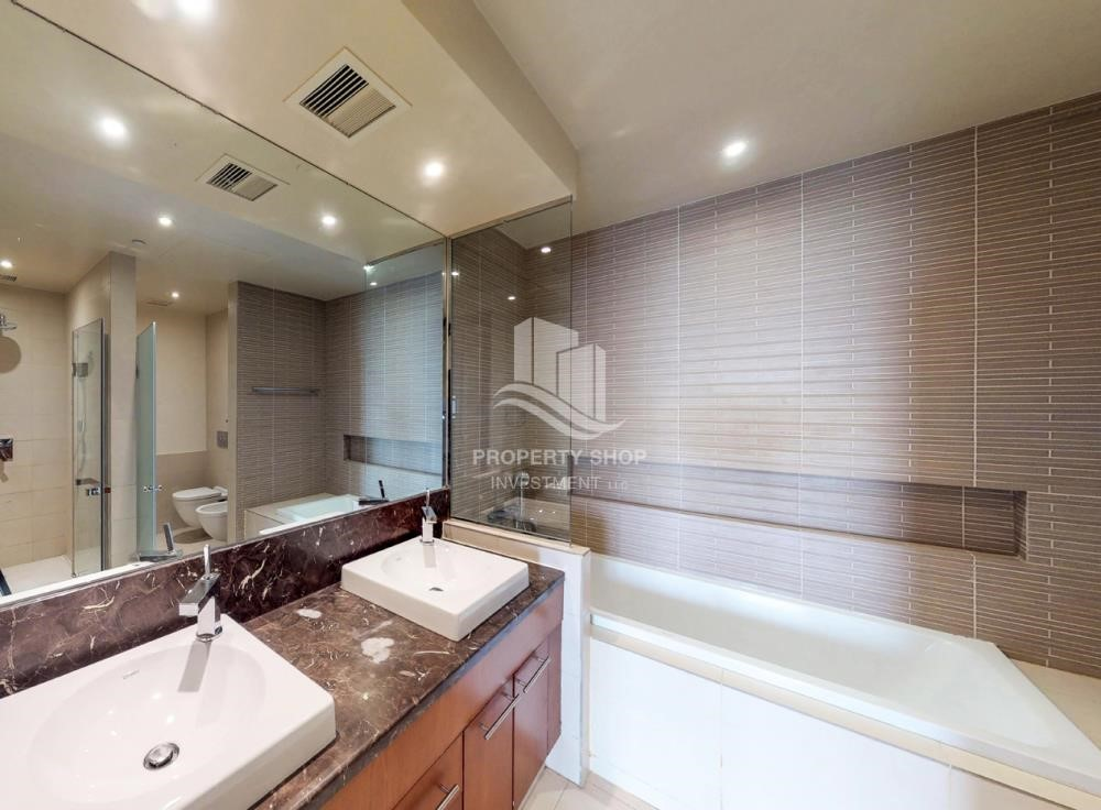 Bathroom - High Floor Overlooking Community. 4 Cheuqes. Book Now