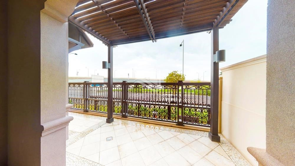 Balcony - Modern & Bright 2Br With 4 Cheques For Rent