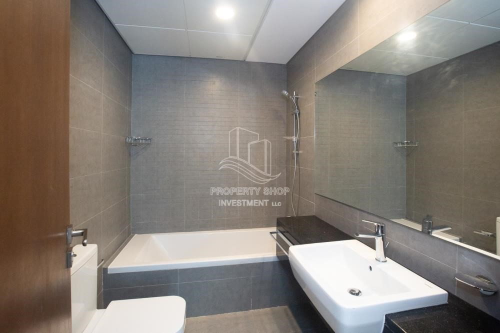 Bathroom - Spacious 2BR Apartment Available now in Parkside Residence!