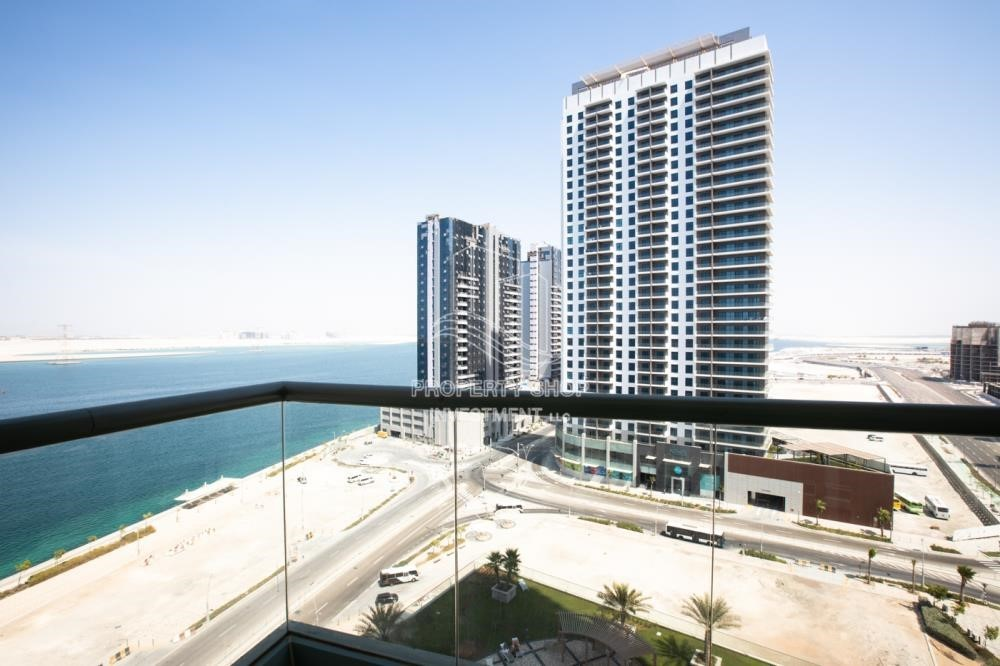 Balcony - 0% No Commission fees! 3BR Apt with Stunning Sea View!