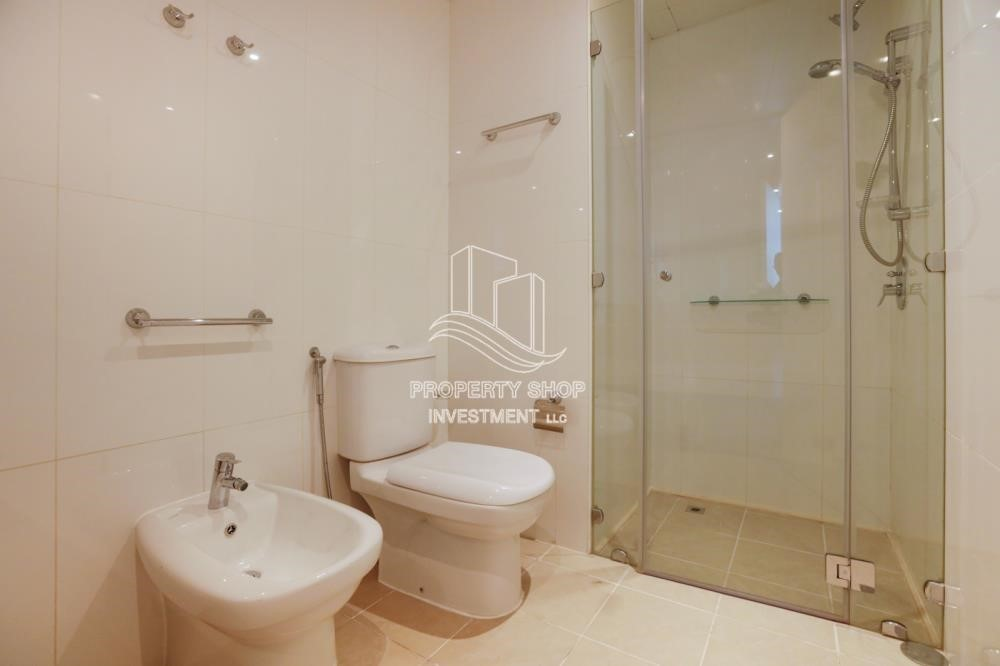 Bathroom - Well Maintained 1BR Apt for rent in Etihad Towers 4.