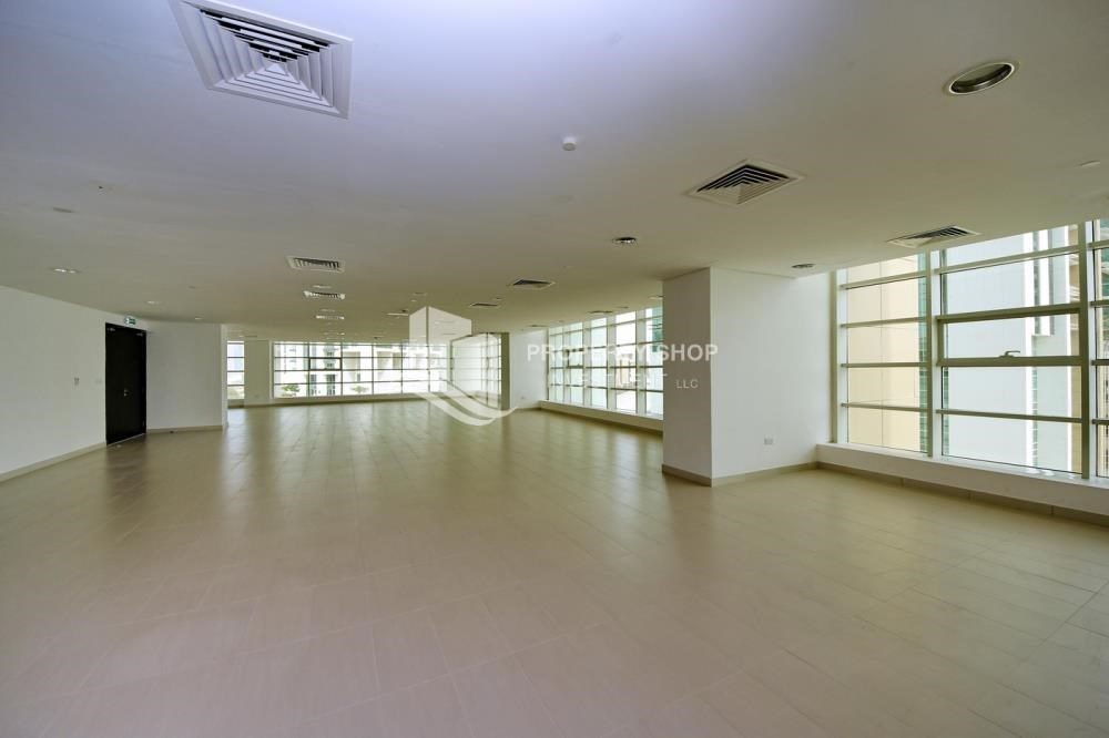 Facilities - Hot Price! High floor Apt with Rent Refund.