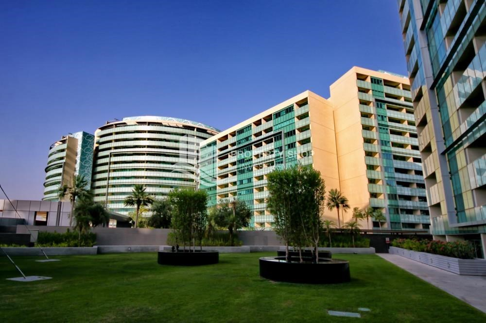 Property - 2 bedrooms with partial sea and canal view