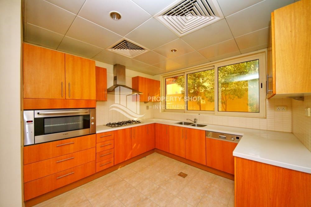 Kitchen - Vacant Type S Villa with High ROI + Pvt Pool.