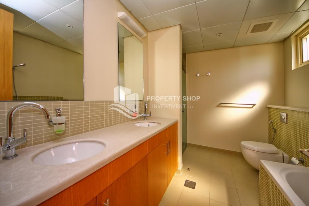 Master Bathroom - Vacant Type S Villa with High ROI + Pvt Pool.