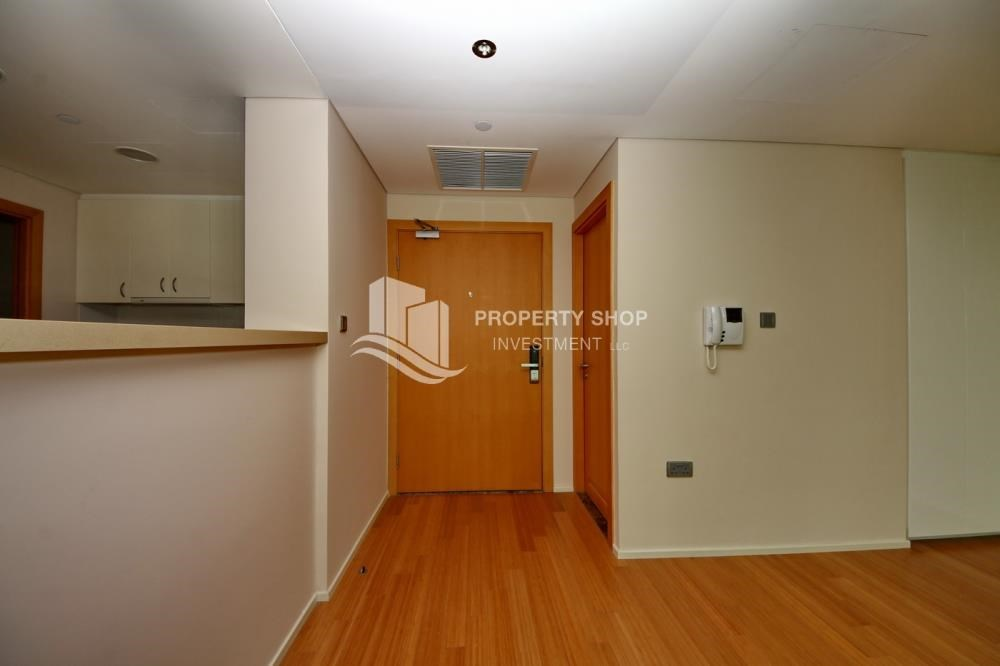 Foyer - Invest Now, Canal View Apt with spacious living