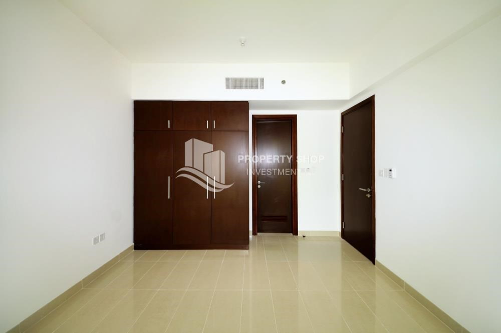 Built in Wardrobe - Sea view Apt on mid floor vacant now!