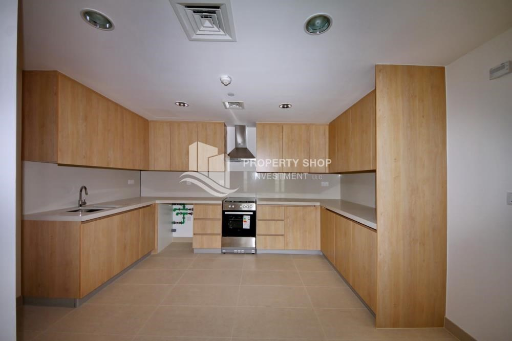 Kitchen - 2BR apartment on high floor with street view.