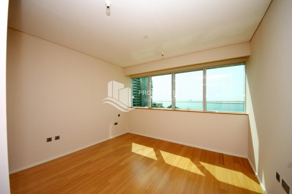 Bedroom - Spacious 3 + M with walk in closet and full sea view!