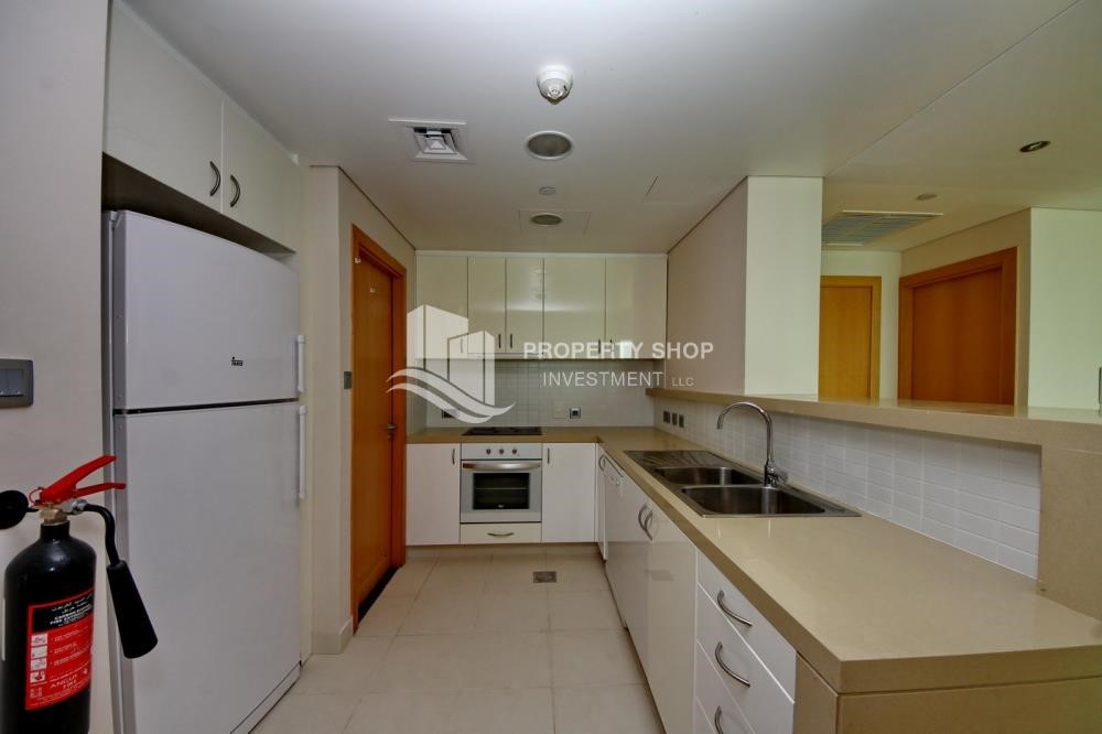 Kitchen - Spacious 3 + M with walk in closet and full sea view!