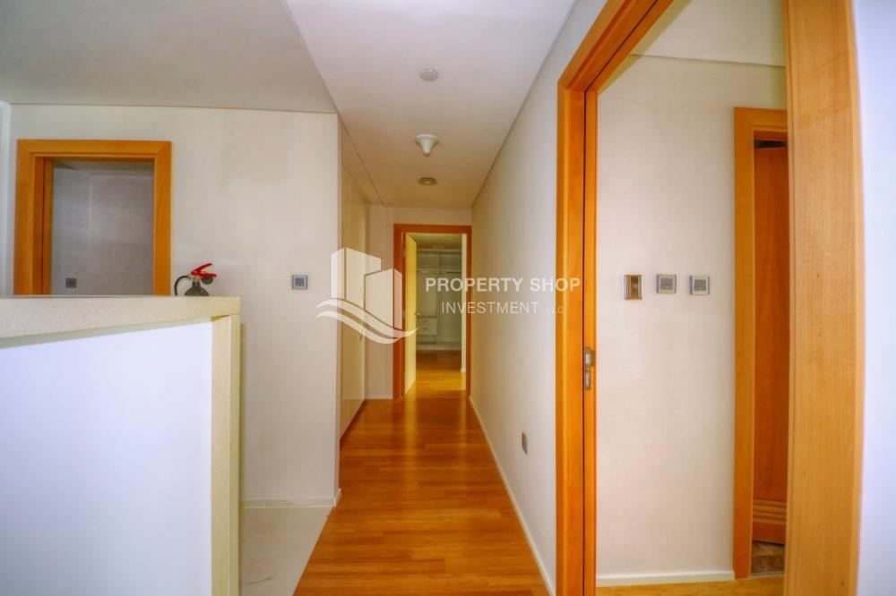 Corridor - 2 bedrooms with partial sea and canal view