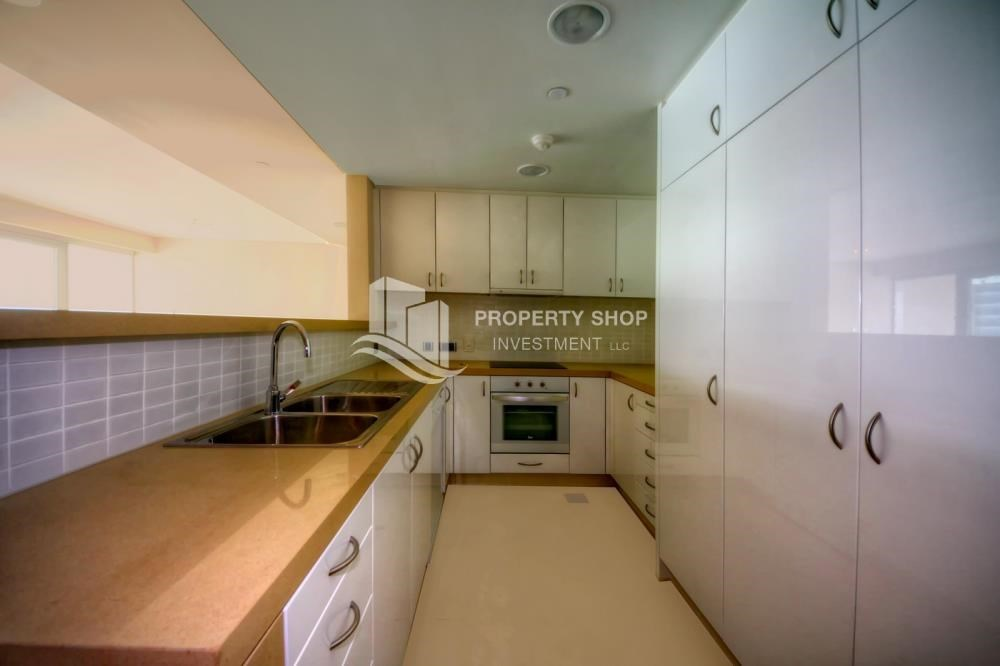 Kitchen - 2 bedrooms with partial sea and canal view