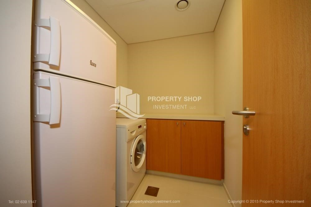 Laundry Room - Spacious Apt overlooking Sea + Canal view