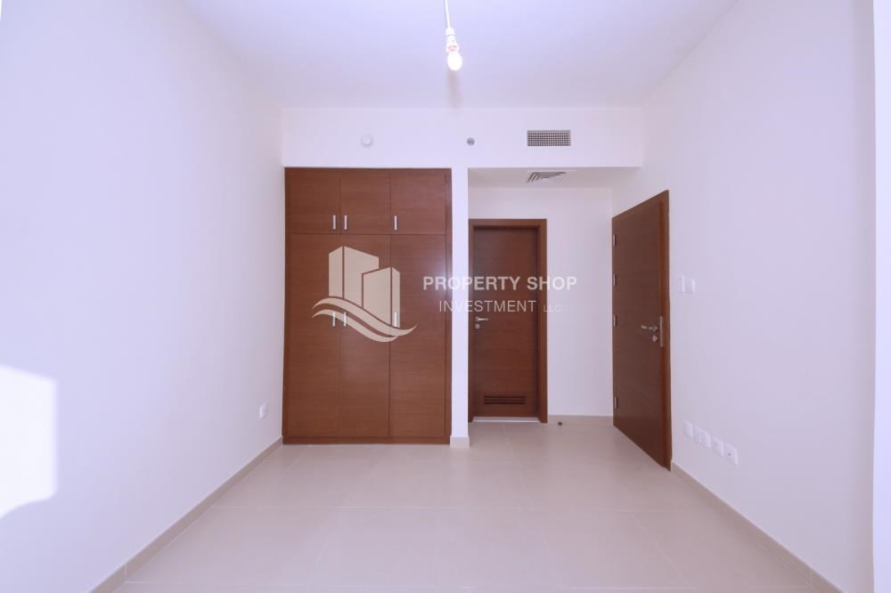 Built in Wardrobe - 1 bedroom apartment for rent in Gate Tower