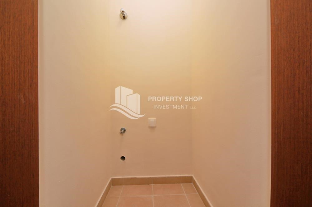 Laundry Room - Amazing 2 BR apt in gate tower