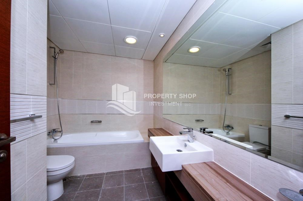 Bathroom - Sea view Apt on High Floor with Rent Refund