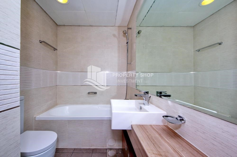 Bathroom - 1BR sea view Apt with full facilities.