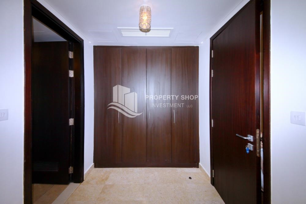 Built in Wardrobe - Vacant soon, High Floor Canal View Apt