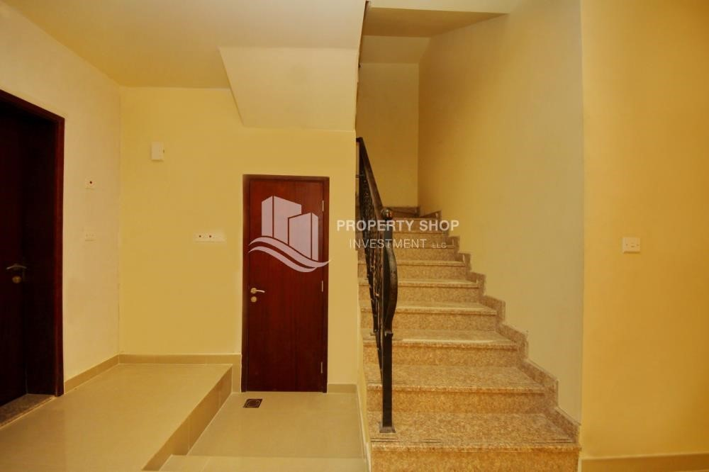 Stairs - 3 Bedrooms Villa for rent in Hydra Village