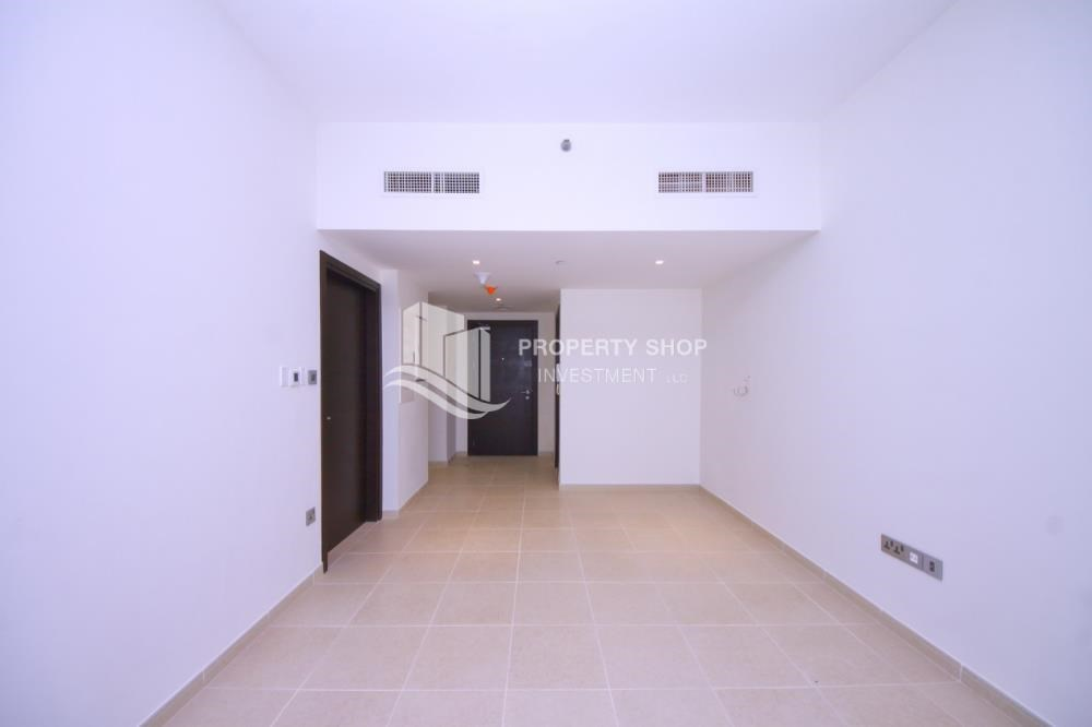 Dining Room - Hot deal! Vacant 2 Cheques, Apt with balcony.