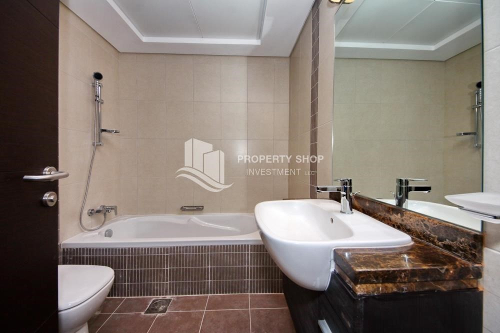 Bathroom - 2BR with built in cabinet & balcony for rent in Mangrove Place.