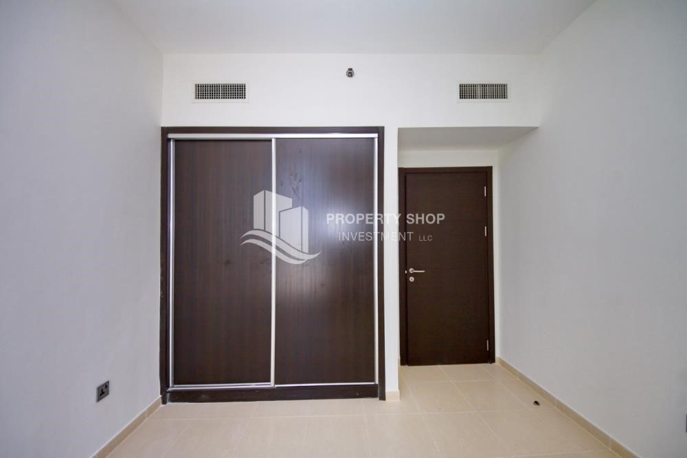Built in Wardrobe - 2BR with built in cabinet & balcony for rent in Mangrove Place.