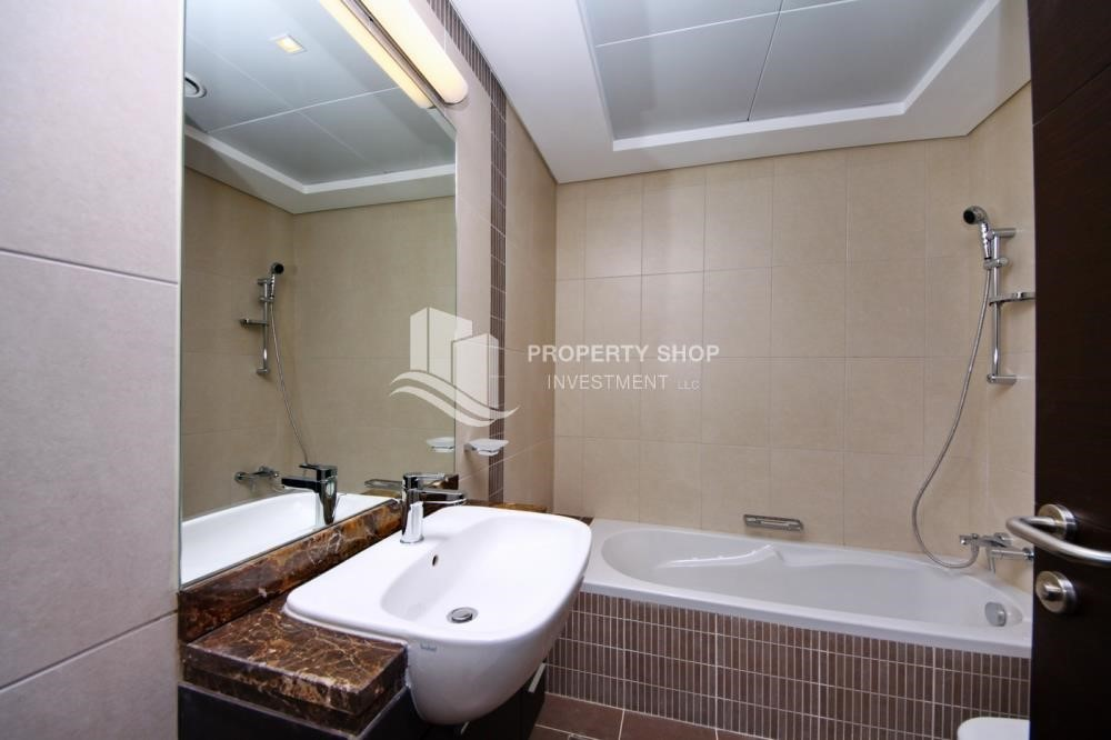Bathroom - 2BR with balcony in Mangrove Place for rent.