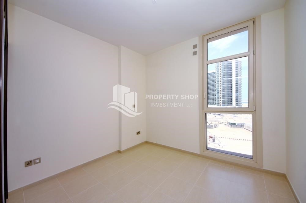 Bedroom - 2BR with balcony in Mangrove Place for rent.