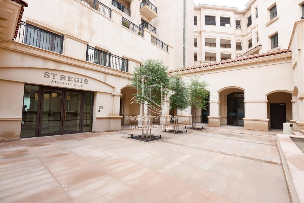 Property - Luxurious Furnished Studio with Parking in St. Regis.