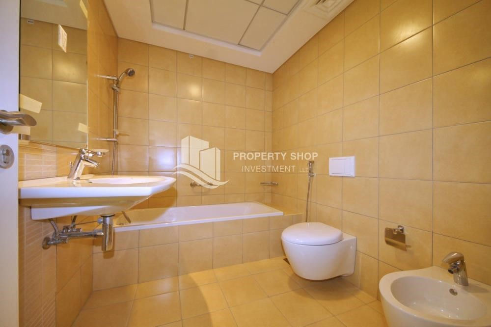 Bathroom - Mid floor 1BR unit with sea view offered for 4 cheques!