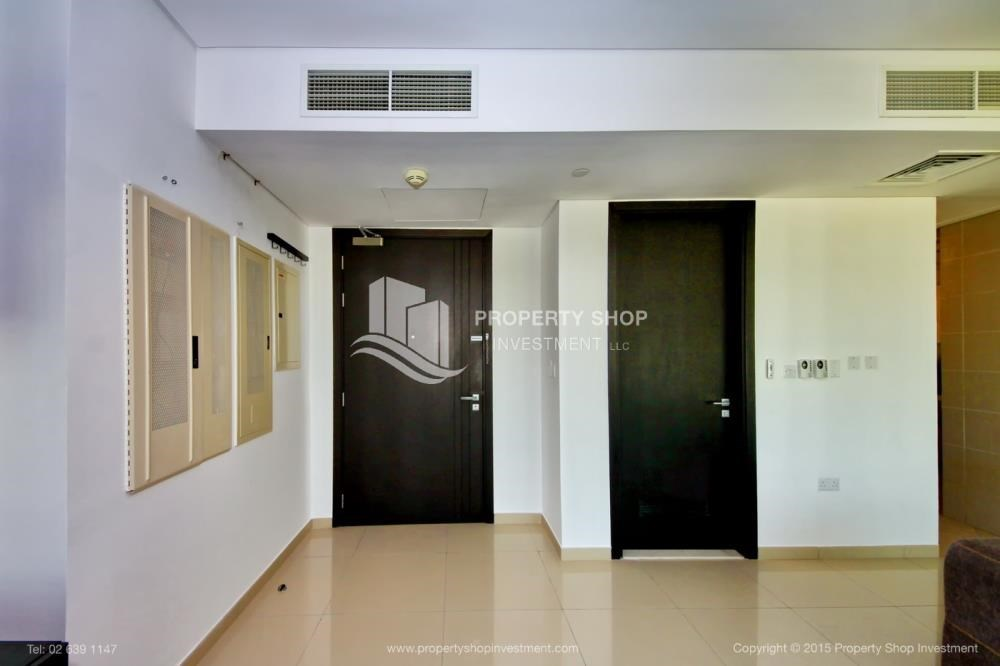 Foyer - High Floor Apt with Sea view with Multiple Cheques options!