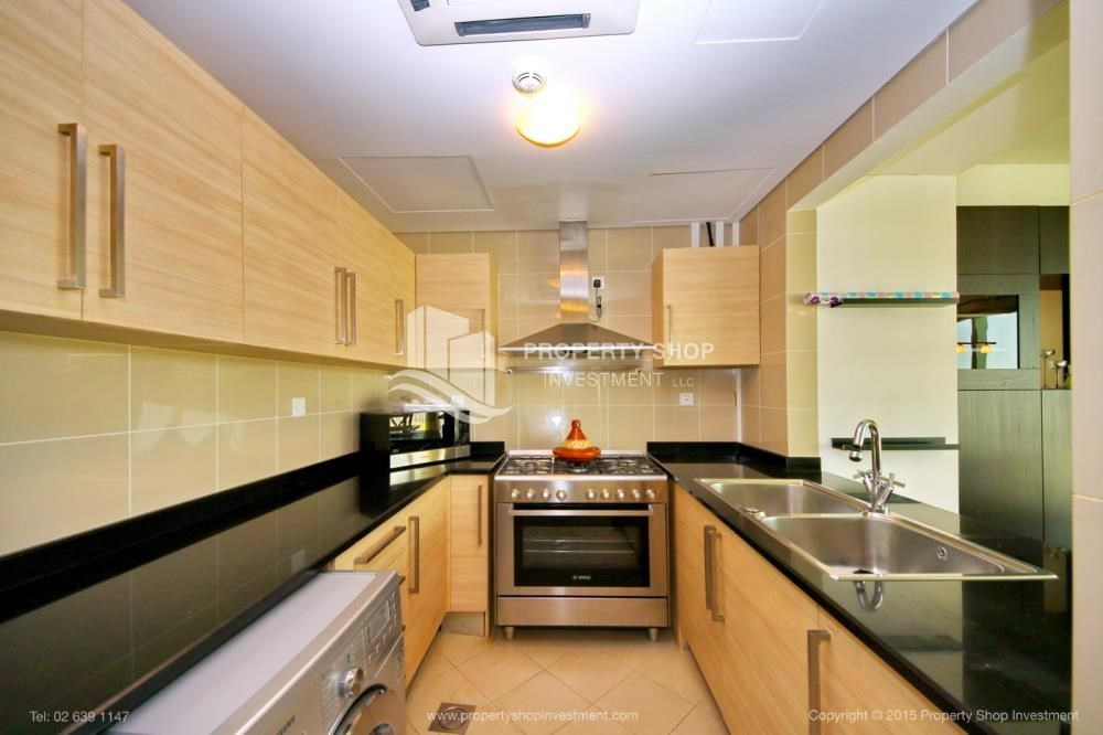 Kitchen - High Floor Apt with Sea view with Multiple Cheques options!